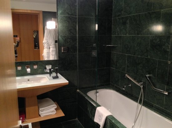 Crowne Plaza Hotel Milan City: Bagno Junior Suite