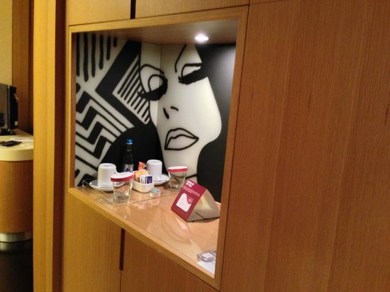 Crowne Plaza Hotel Milan City: Minibar Junior Suite
