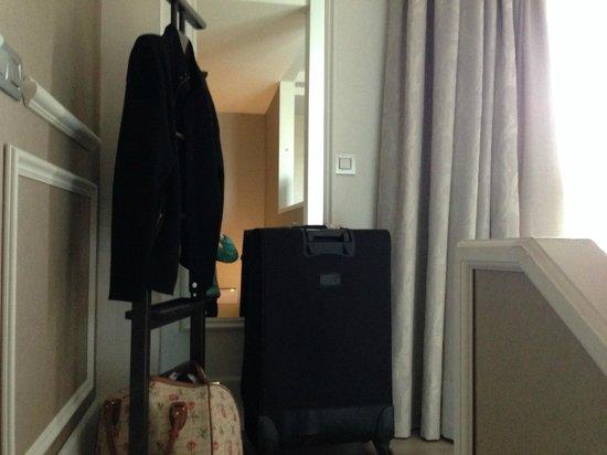 Hotel Catalonia Passeig de Gracia : Подъем по лестнице на второй уровень