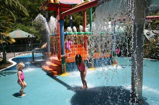 Taupo DeBretts Spa Resort: loving the kids water park!