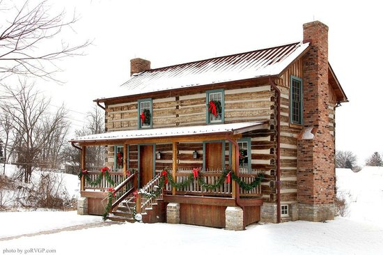 Burlington's Willis Graves Bed and Breakfast Inn: Log Cabin in winter