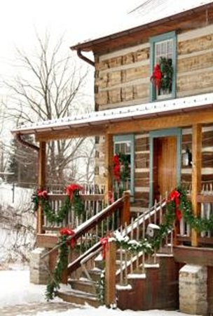 Burlington's Willis Graves Bed and Breakfast Inn: Log Cabin decorated for Christmas