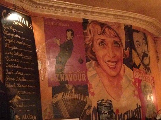 Cafe Menilmontant: Il muro all'interno