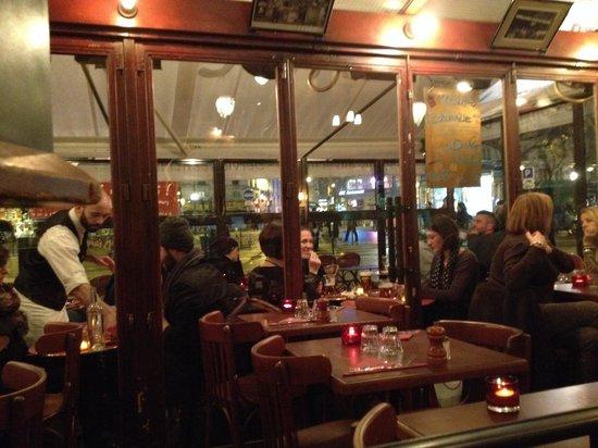 Cafe Menilmontant: L'interno