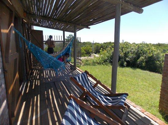 Jenous Hostel : hamaca paraguaya en la terrazita con piso/pasto