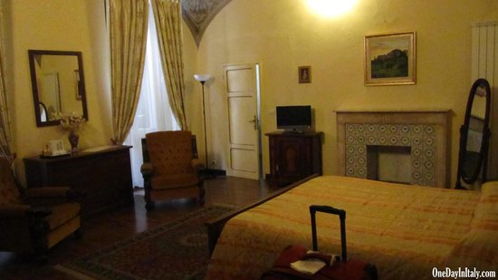 Bed and Breakfast Pantaneto Palazzo Bulgarini: Large, beautiful rooms