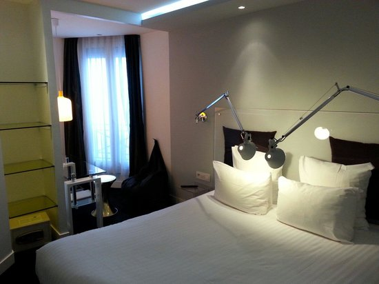 Color Design Hotel : Cool hôtel et chambre. A 10 min. De gare de Lyon!