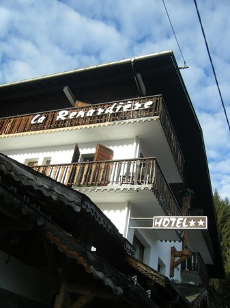Hotel-Chalet La Renardiere: Outside view