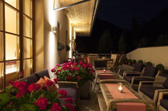 Der Waldhof: Terrasse Sommer am Abend