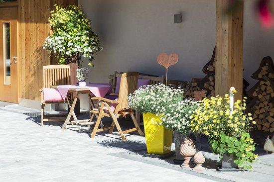 Der Waldhof : Hoteleingang Sommer
