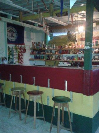 J's Cool Spot Backpacker Hostel : Bar and Snacks