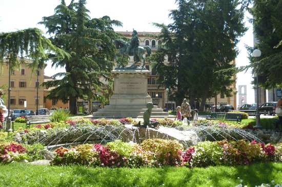 Old Town: Vittorio Emanuele monument