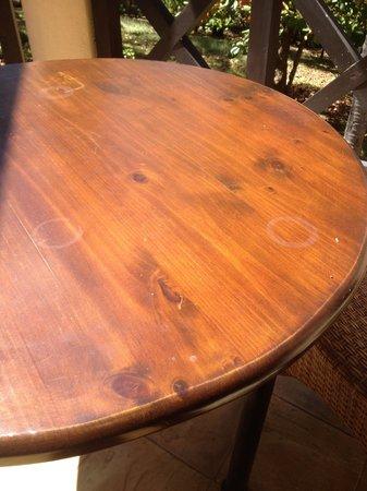 Hotel Sugar Beach: Rings on table in room