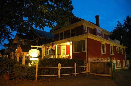 Douglas Guest House: Summer evening