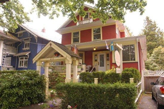 Douglas Guest House: Gracious entrance