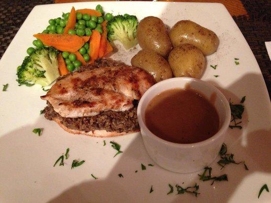 The Boathouse Lochside Restaurant: Chicken breast with haggis