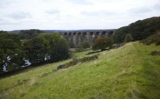 Hewenden Mill Holiday Cottages: Viaduct