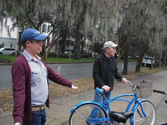 Savannah Bike Tours: Dee provides information about Forsyth Park