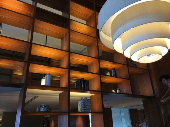 Hansar Bangkok Hotel: DUPLEX SUITE: soaring ceiling