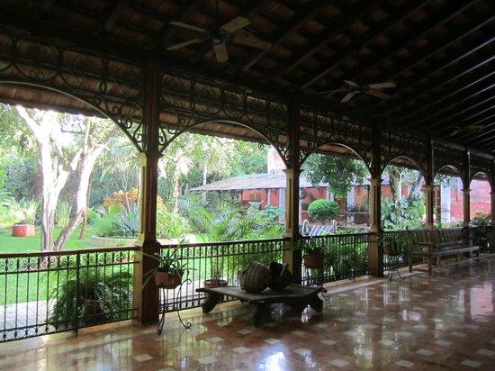 Hacienda Xcanatun : Veranda