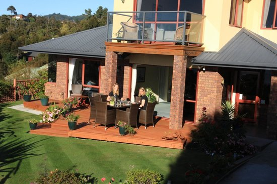 Bellbird Lodge : how can a day start better? breakfast on the terrace