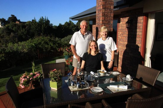 Bellbird Lodge : the perfect hosts, Brian and Anthea