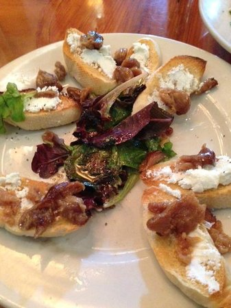 North By Northwest: Roasted Garlic Crostini with Goat Cheese