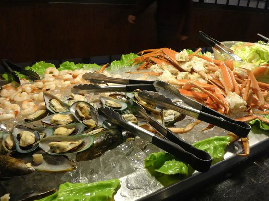 Ginza Japanese Buffet: Raw crab and oysters