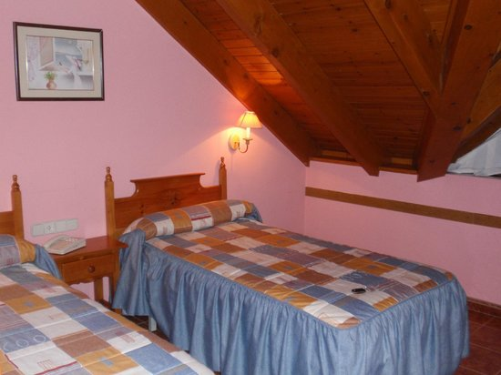 Orla Hotel: Pink Room Colour