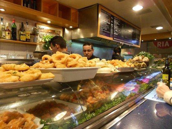 St. Josep La Boqueria : Un tipico bar dove poter mangiare