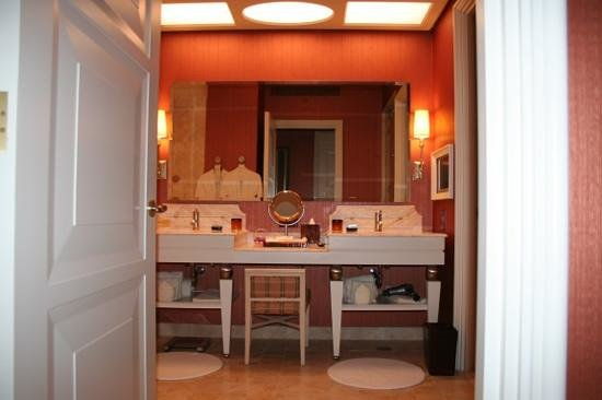 Wynn Macau : Wynn wins for the bathroom department!