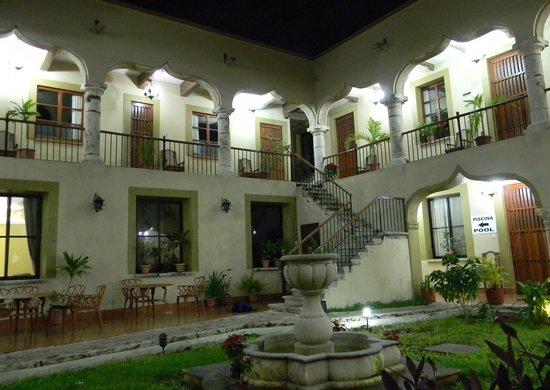 Hotel Montejo: interior courtyard