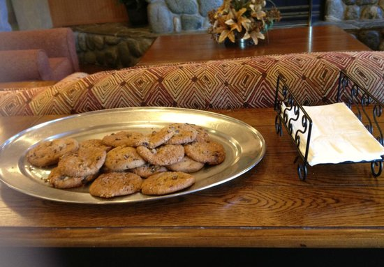 Comfort Inn Ship Creek: Nothing's more welcoming than fresh-baked cookies!