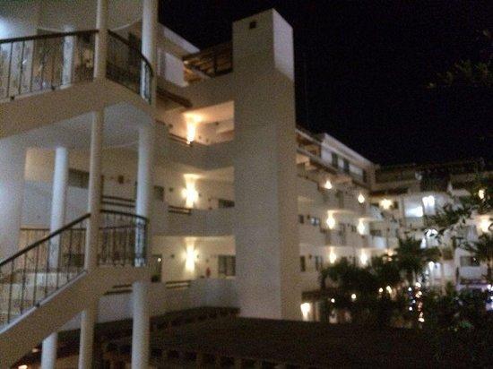 Hotel Santa Fe: Interior hotel de noche