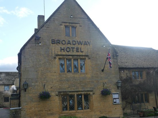 The Broadway Hotel: Outside View