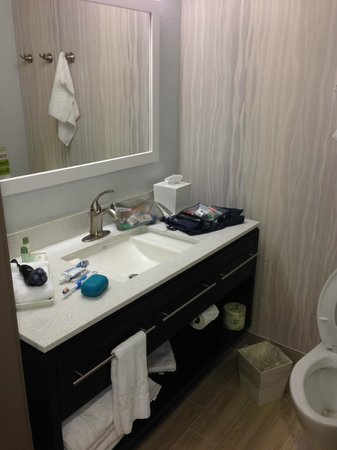 Home2 Suites by Hilton - Austin/Cedar Park: Bathroom - Modern and Clean