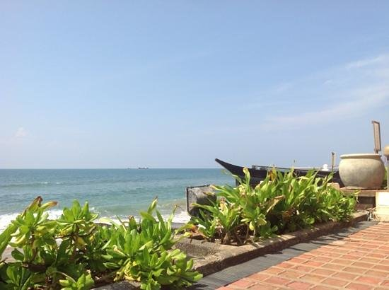 Galle Face Hotel Colombo: Across the sea