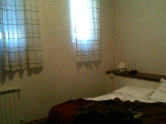 Hotel Esperanza : Camera doppia - finestre senza persiane