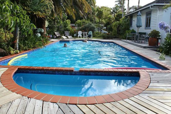 Colonial House Motel : Well maintained and relaxing in-ground pool