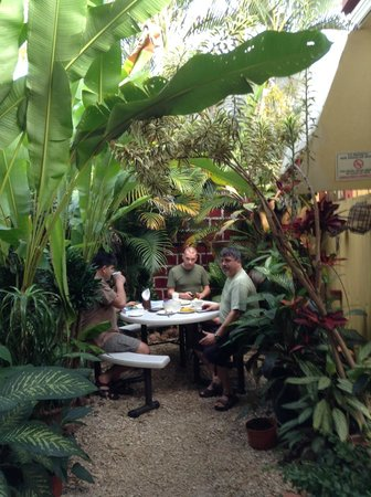 Hotel Pacandé: eating in the garden courtyard