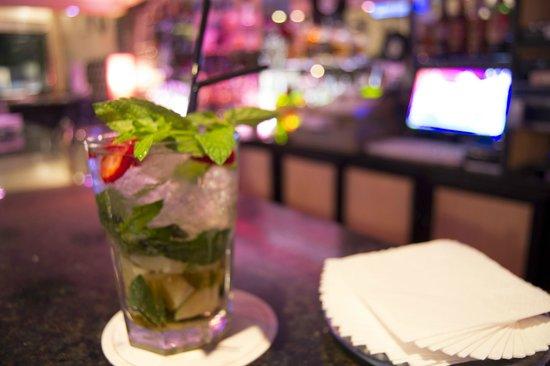 Azabache Karaoke Bar: Mojitos, muy buenos