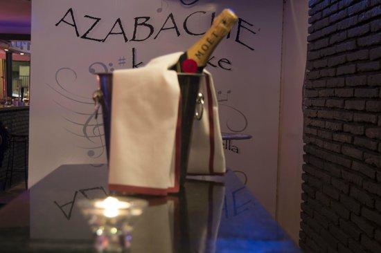 Azabache Karaoke Bar: Servicio ameno y de calidad