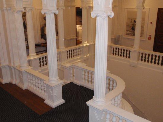 Hotel Granvia : New Staircase