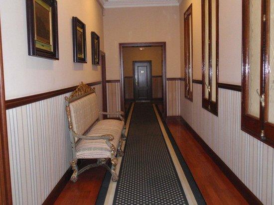 Hotel Granvia : Old Hallway