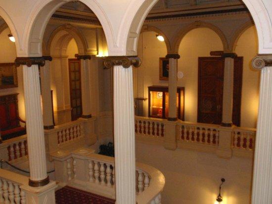 Hotel Granvia : Old Staircase