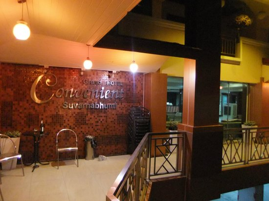 Convenient Grand Hotel : Front of hotel