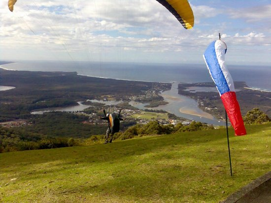Laurieton, Australia: Paragliders take off from the mountain