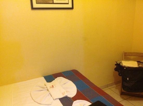 Pousada Vila Parnaiba: qurto com paredes sujas