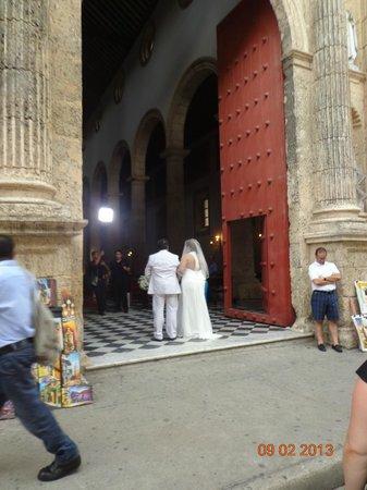 St. Catherine of Alexandria Cathedral: Boda al tiempo que pasamos por allí