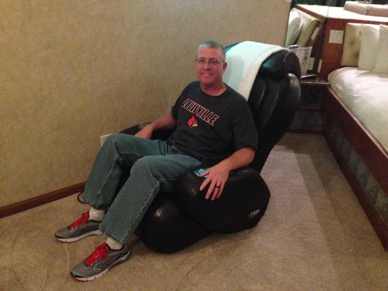 Sybaris Indianapolis: My hubby using the AWESOME massage chair!